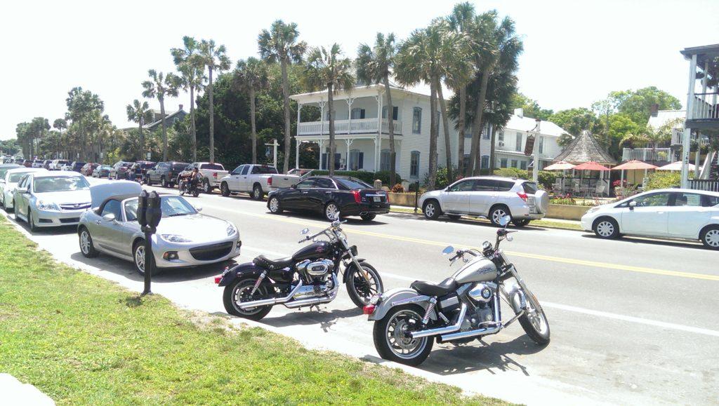 Parkende Autos in St. Augustine in Florida