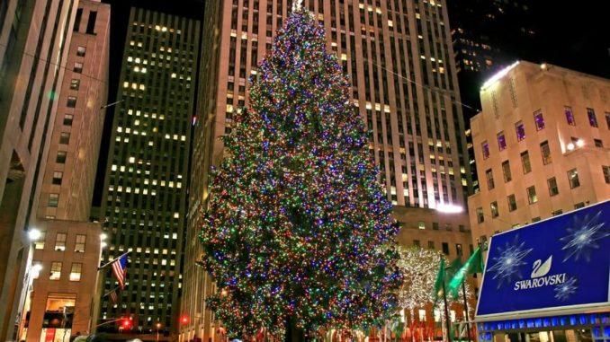 Rockefeller Center in New York mit seinem Weihnachtsbaum