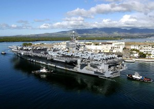 Flugzeugträger in Pearl Harbor.