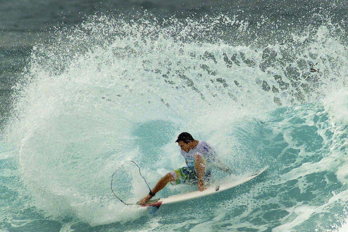Wellenreiten im Pazifik vor Hawaii.