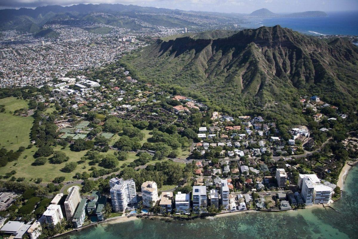 Der Waikiki Beach in Honolulu von oben.
