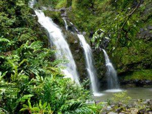 Hawaii und seine zahlreichen schönen Wasserfälle.