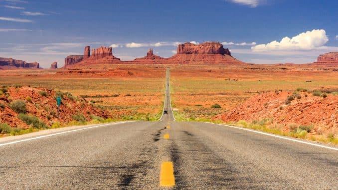 Straße im Monument Valley, USA