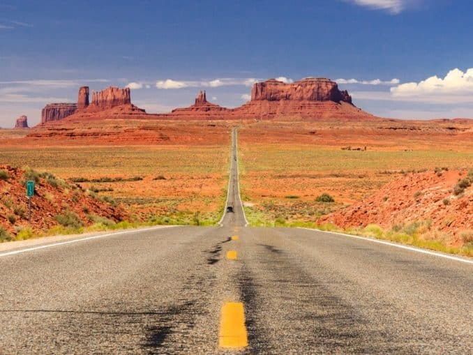 Straße im Monument Valley, USA
