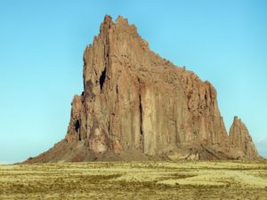 Die Felsformation Shiprock in New Mexico.