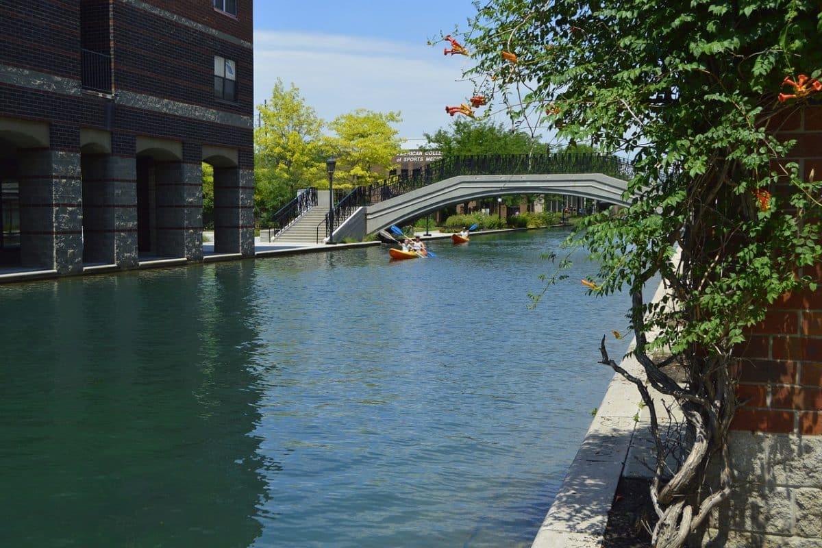 Indianapolis auf dem White River bei einer Bootstour entdecken